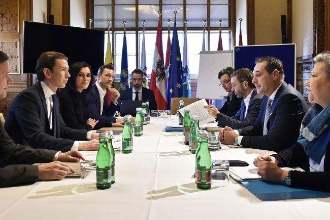 ÖVP und FPÖ wollen am Freitag erste Koalitionsverhandlungsergebnisse präsentieren.