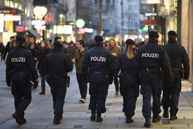 Die Polizei nahm die beiden beschuldigten Frauen fest.