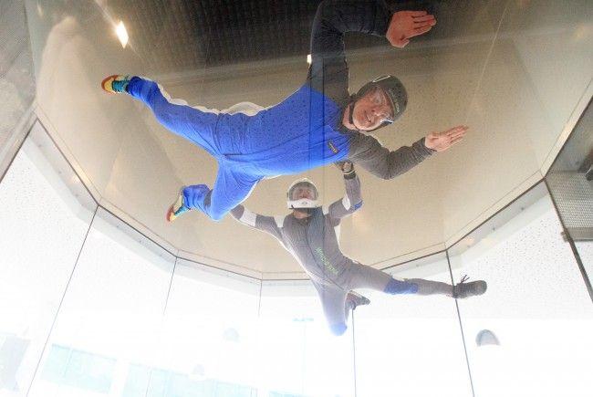 Auch Indoor Skydiving gehört zu den beliebtesten Action-Erlebnissen zu Weihnachten.