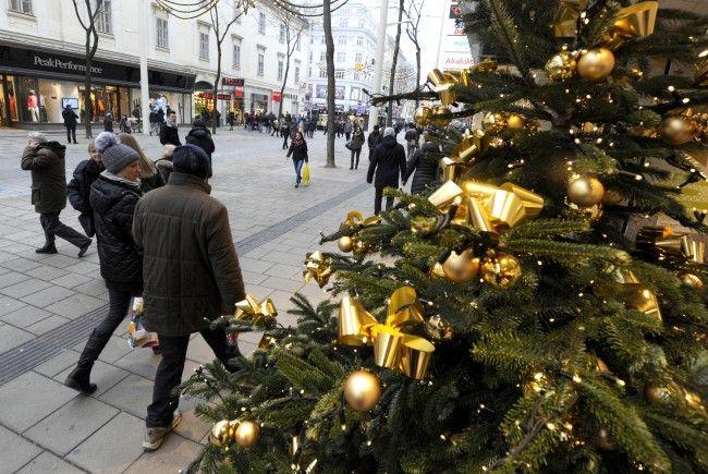 Auf der Mariahilfer Straße wird wieder fleißig eingekauft - und der Verkehr entsprechend umgeleitet