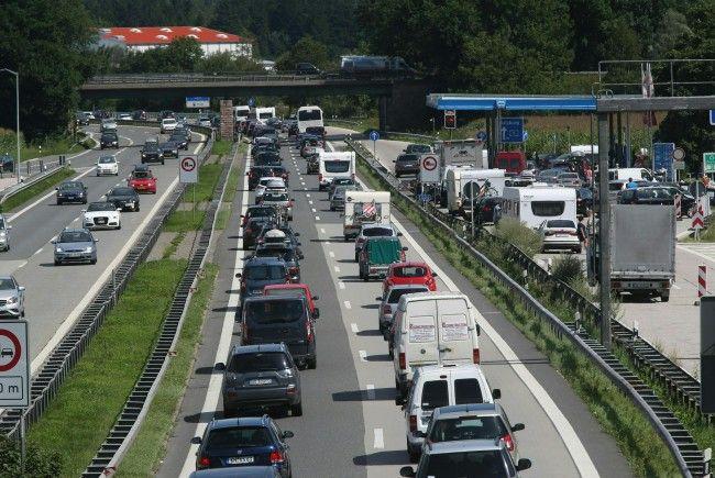 Südlich Wiens kam es im Montagfrühverkehr zu einem umfangreichen Stau.
