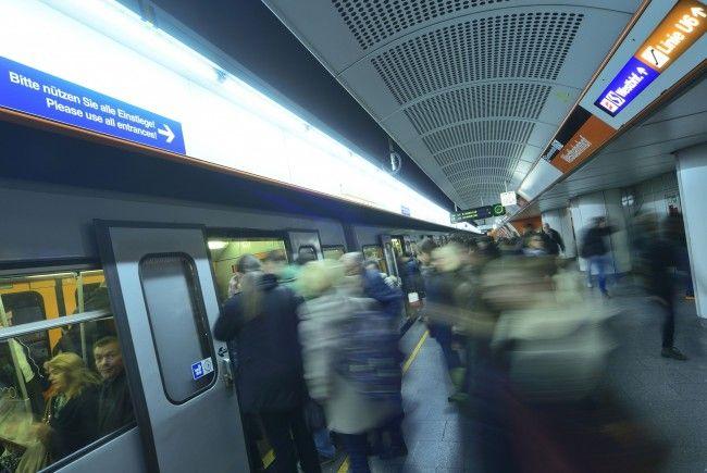 Die Wiener Linien empfehlen, Weihnachtseinkäufe mit der U-Bahn zu erledigen