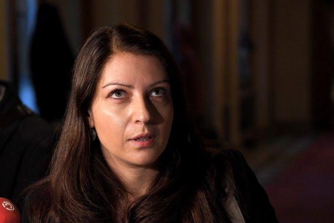 Staatssekretärin Muna Duzdar lässt die Gehälter wegen Personalmangel ansteigen