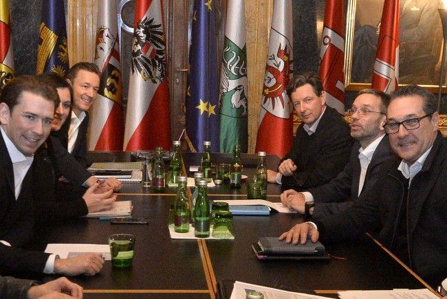 Die Chefverhandler der Koalition besprechen die Themen Integration und Arbeit.