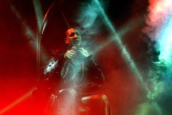 Marilyn Manson lieferte, trotz Rollstuhl, eine kraftvolle Show im Wiener Gasometer.