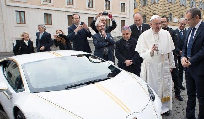 Papst Franziskus lehnte den Lamborghini ab.