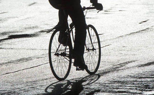 Ein Radfahrer wurde am Montag bei einem Unfall in Wien-Fünfhaus schwer verletzt.