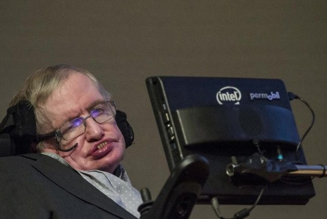 Hawking: Menschen könnten bald durch KI ausgelöscht werden