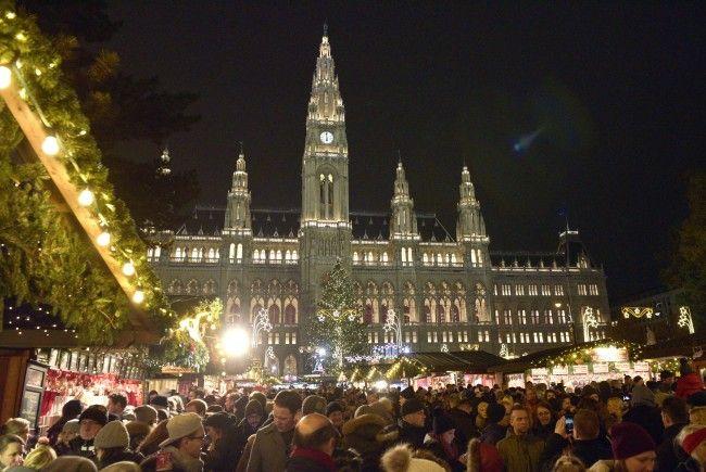 Der Wiener Weihnachtstraum lädt ab 17. November auf den Rathausplatz.