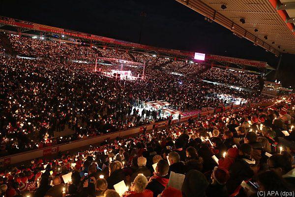 Lichtermeer: Weihnachtssingen beim 1. FC Union Berlin