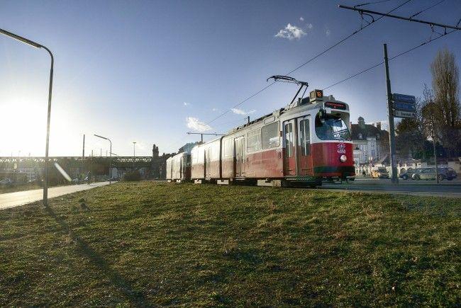 Es kam zu einem Unfall mit einer Straßenbahn der Linie 18