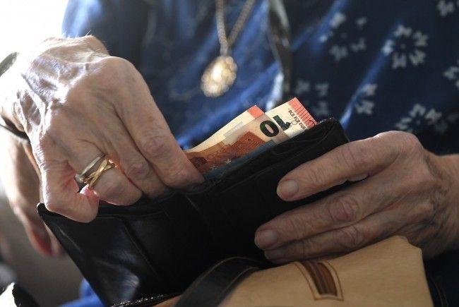 Mit 1. Jänner 2018 steigen die Mindestpensionen für Frauen.
