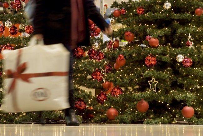 Wer letzte Weihnachtseinkäufe erledigen muss, sollte sich das Wann und Wo gut überlegen
