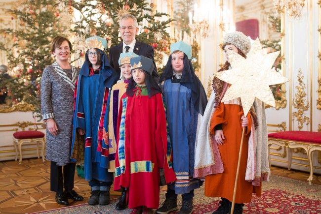 Die Sternsinger auf Besuch bei Bundespräsident Alexander Van der Bellen und seiner Frau Doris Schmidauer