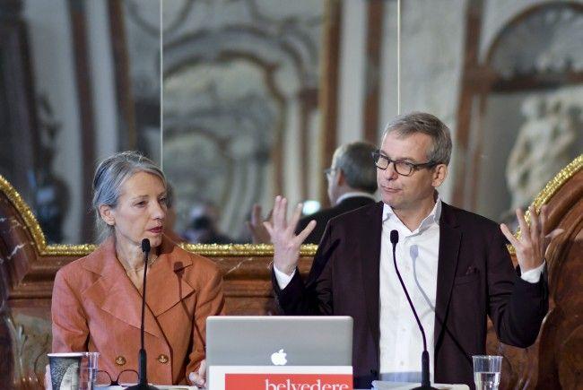 Belvedere-Generaldirektorin Stella Rollig (L) un der kaufm. Geschäftsführer Wolfgang Bergmann bei der Pressekonferenz