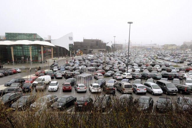 Alle Jahre wieder: Auf dem Parkplatz der SCS herrscht vor Weihnachten Hochbetrieb