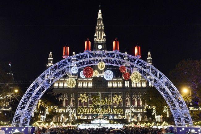Der Christkindlmarkt am Rathausplatz gilt als der älteste und bekannteste Weihnachtsmarkt Wiens.