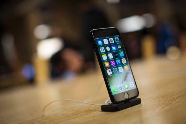 Apple gesteht erstmals absichtlich alte IPhones zu drosseln.
