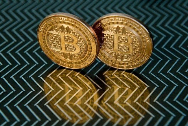 Erstmals knackte der Bitcoin die 12.000 Dollar-Marke.
