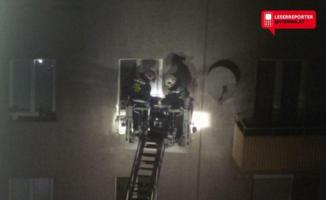 Bei einem Brand in einem Stiegenhaus in der Brigittenau wurden mehrere Personen verletzt