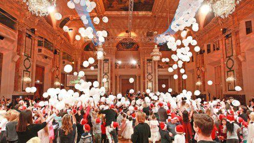 1.000 bedürftige Kinder beim Weihnachtsball in der Hofburg