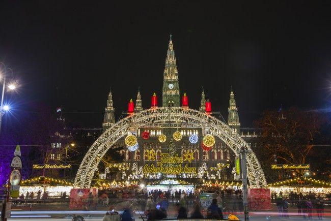 Das Friedenslicht ist am Wiener Christkindlmarkt zu holen