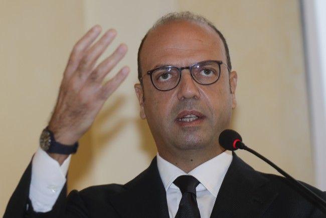 Italiens Außenminister Angelino Alfano plant ein Telefonat mit Karin Kneissl zum Doppelpass für Südtiroler.