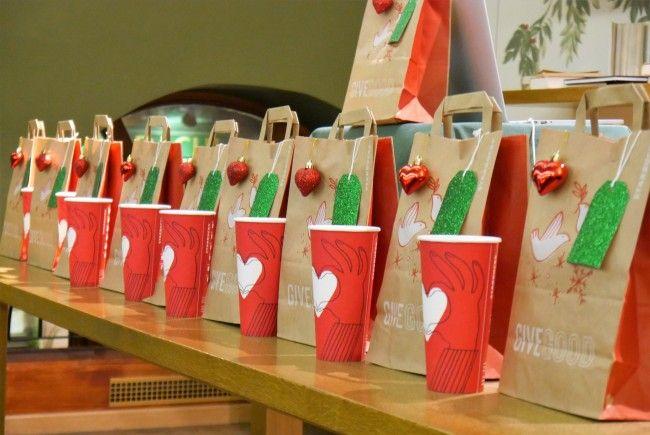 """Starbucks lud im Zuge der Red Cup Charity-Aktion """"Give Good"""" auch andere zum Mithelfen ein"""