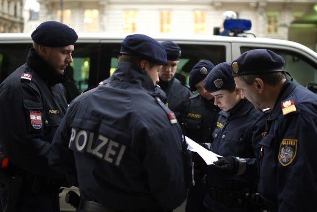 Die Polizisten konnten die Räuber festnehmen.