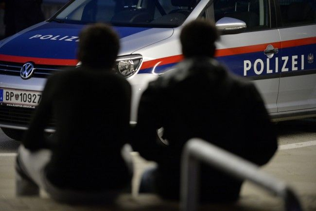 Ein tatverdächtiges Brüderpaar konnte nach eine Raub ausgeforscht und verhaftet werden