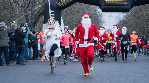 Wien: Weihnachtsmänner liefen im Prater für den guten Zweck