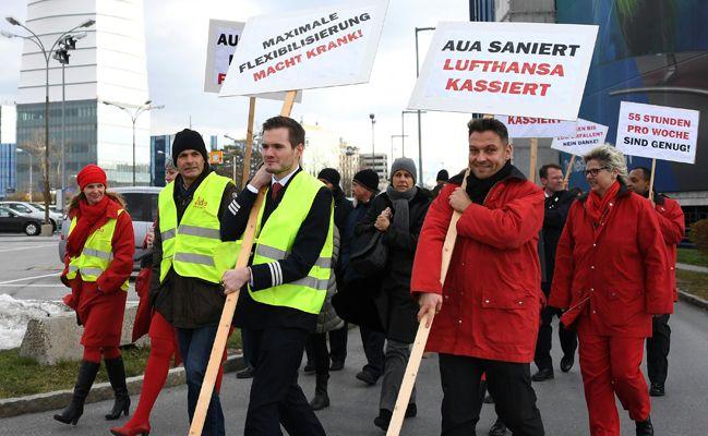 Höhepunkt des Protestes war ein Marsch über das Flughafengelände.