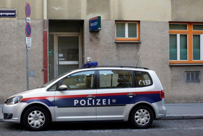 Ein Mann brachte eine gefundene Granate einfach auf eine Polizeiinspektion