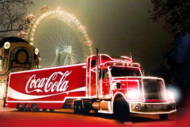 Beim Wintermarkt am Riesenradplatz macht auch der Coca-Cola Weihnachtstruck Station