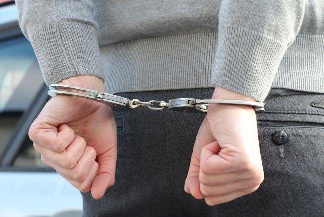 Der 19-Jährige wurde in der Römergasse in Wien-Ottakring festgenommen.