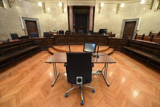 Der Gefängnispsychologe muss sich vor einem Schöffensenat in Wien verantworten.