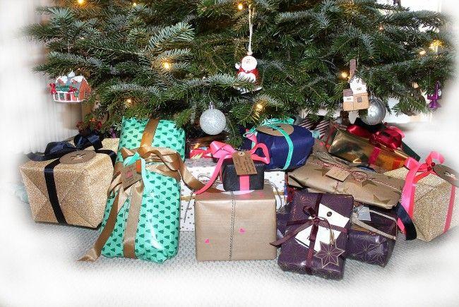 Welches Geschenk sollte man unter den Christbaum legen - und wofür lieber einen Gutschein schenken?