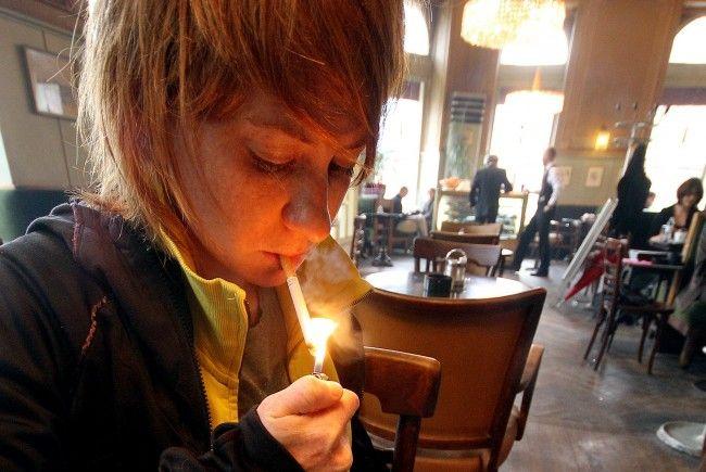 Rauchen soll erst ab 18 Jahren erlaubt sein.