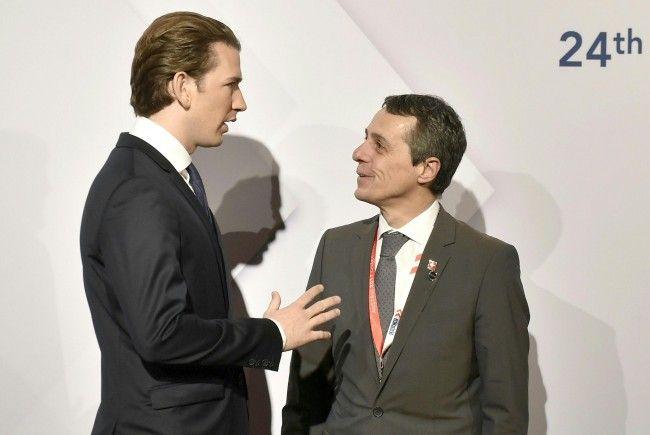 Sebastian Kurz mit dem Außenminister der Schweiz, Cassis, vor dem OSZE-Ministerrat.