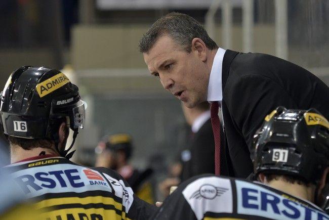 Trainer Aubin informiert das Team bereits beim Freitagstraining