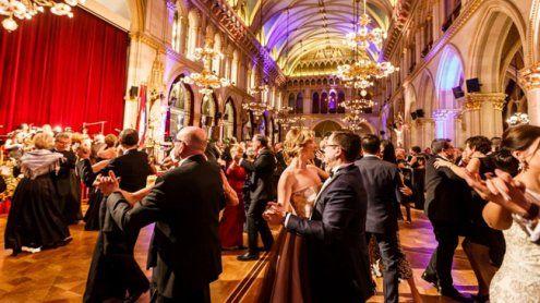 Glamourös ins neue Jahr tanzen: Silvestergala im Wiener Rathaus