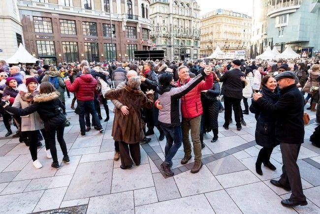 In Wien wird beim Silvesterpfad ins neue Jahr getanzt.