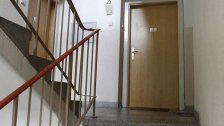 Frau (92) eingesperrt und in Wohnung ausgeraubt