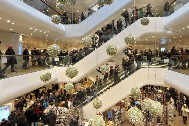 Zwischen Weihnachten und Silvester werden die Kunden mit Rabatten gelockt.