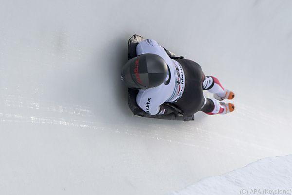 Janine Flock in der Eisbahn von St. Moritz