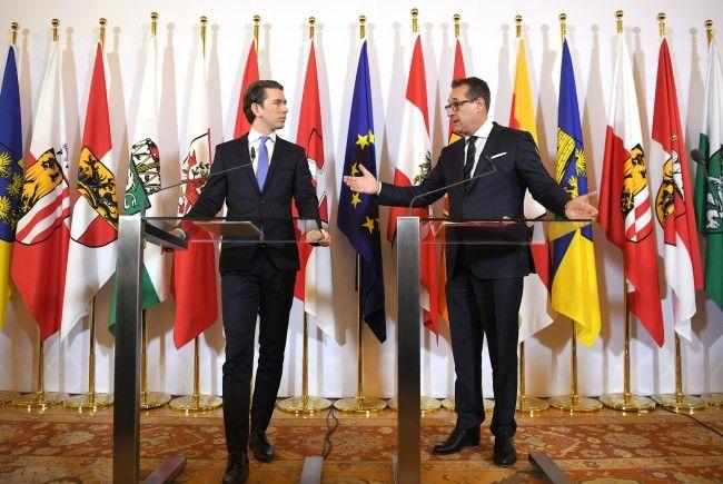 Kanzler Sebastian Kurz (ÖVP) und Vizekanzler Heinz-Christian Strache (FPÖ) sprachen über die Pläne zum Arbeitslosengeld