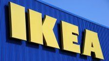 Skurril: IKEA bittet Frauen auf Prospekt zu pinkeln