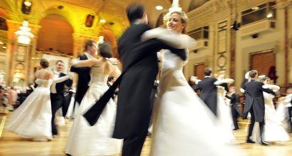 Im Kursalon Wien erwartet die Gäste eine rauschende Ballnacht.