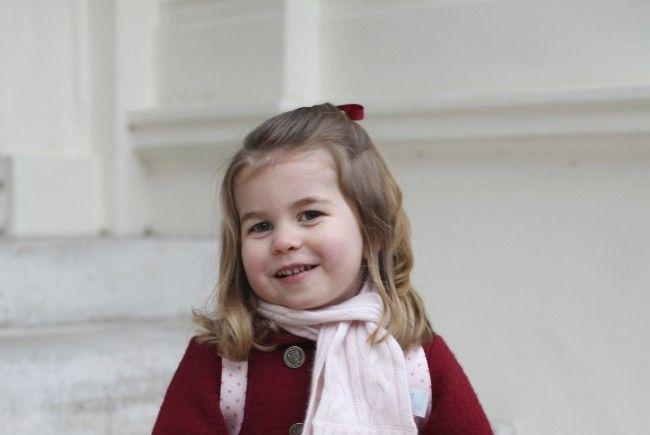 Prinzessin Charlotte scheint sich auf ihren ersten Kindergartentag zu freuen.