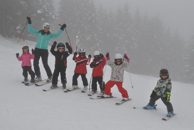 Fünf Tage lang den Skisport in Furx erlernen